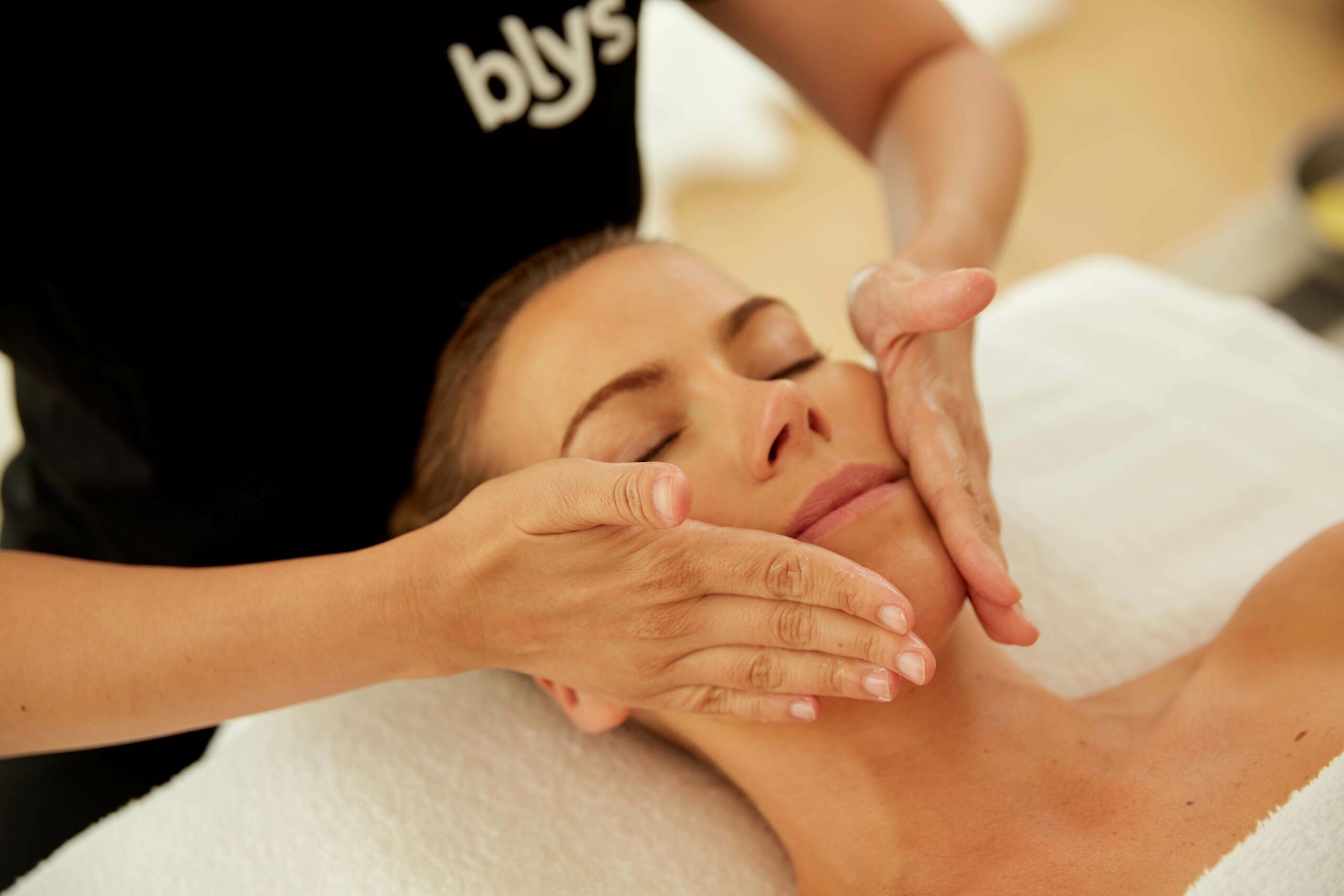 mobile facials and beauty at home sydney